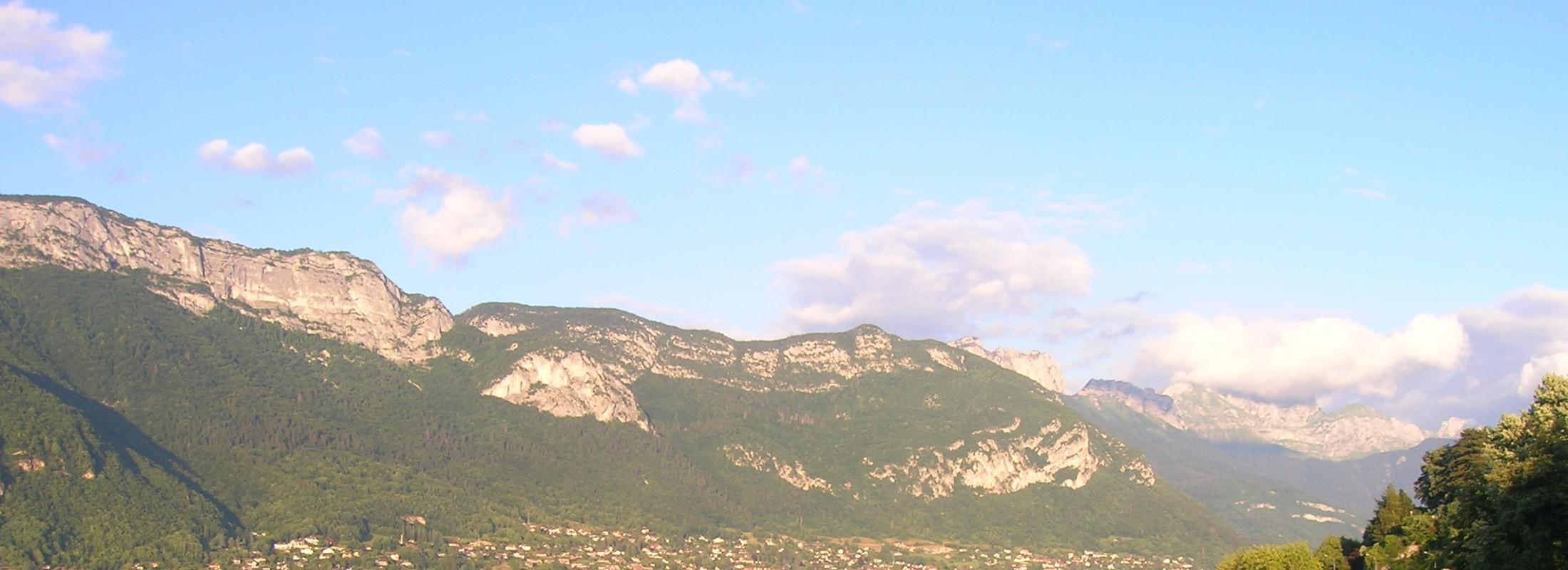crêtes au dessus du lac d'Annecy, France