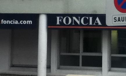 Devanture d'une agence Foncia