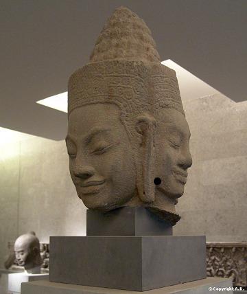 Grande statue  représentant une Divinité Khmer à 3 visages