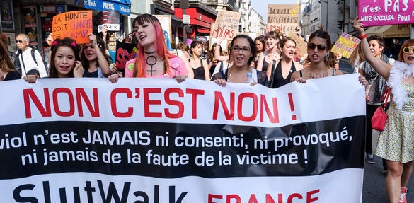 Le mouvement féministe Slutwalk, né au Canada, défilant à Paris - crédit photo: Christophe Petit Tesson